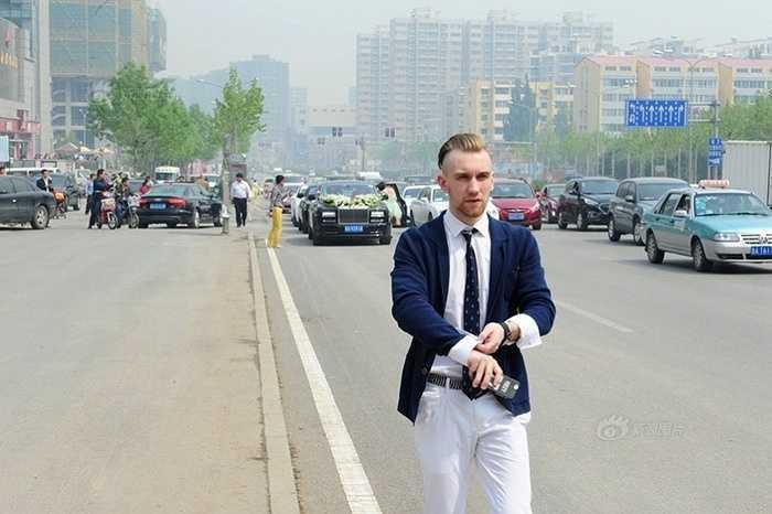 Một chàng trai người Nga trong đám cưới