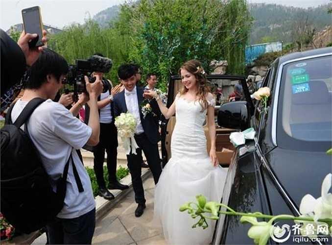 Chú rể Trung Quốc và cô dâu Nga