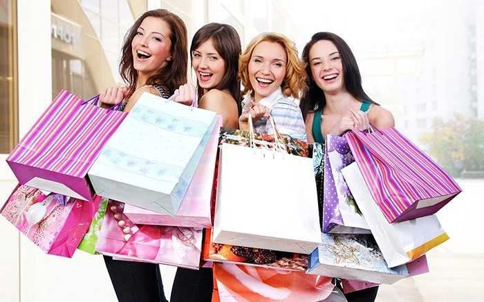 Nine West tại trung tâm thương mại The Garden giảm giá 20% cho bộ sưu tập mới, đêm thời trang thể thao ngày 28/4/2015 giới thiệu bộ sưu tập mới của nhãn hàng Phoenix, Lining, Adidas, Louis Castel giảm giá cho khách hàng lên tới 50% tại Tràng Tiền Plaza.