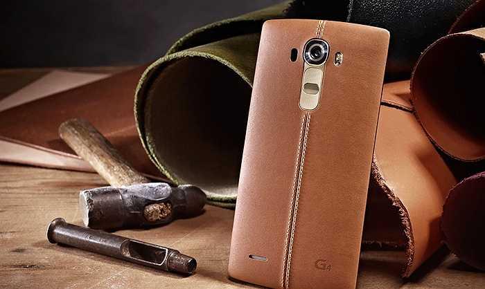 LG G4: Đây là chiếc điện thoại đang bị 'đồn đoán' rằng sẽ có nắp lưng bọc da nhiều màu sắc dù nó chưa được chính thức ra mắt. Những bức ảnh được cho là 'rò rỉ' thiết kế của chiếc điện thoại này cho thấy nó có nắp lưng bọc da nhiều màu như đen, nâu nhạt, đỏ đậm, vàng.
