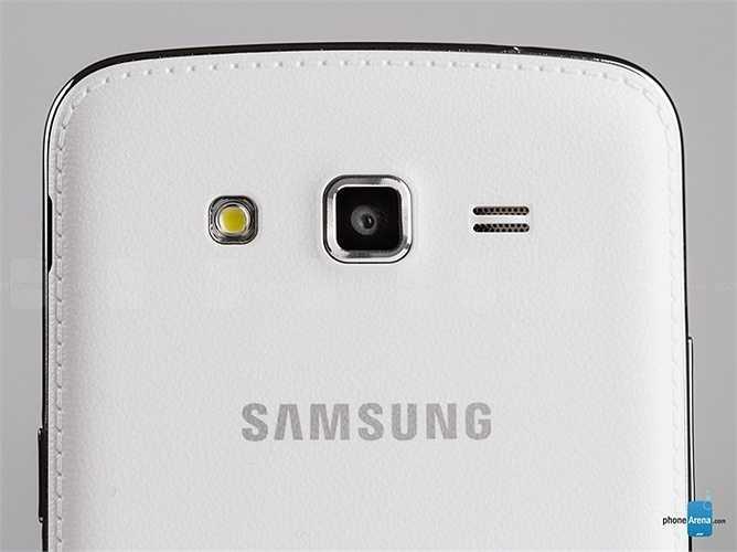 Samsung Galaxy Grand 2: Sau thành công của Note 3, Grand 2 là chiếc smartphone thứ hai của Samsung được trang bị vỏ giả da nhìn khá 'sang chảnh'.