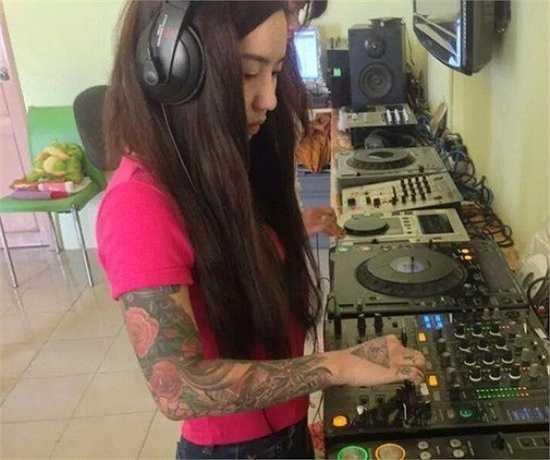 Lúc quyết định theo học nghề DJ và xăm hình lên cơ thể, 9X từng vấp phải nhiều định kiến. Song cô luôn có gắng vượt qua để thể hiện bản thân.