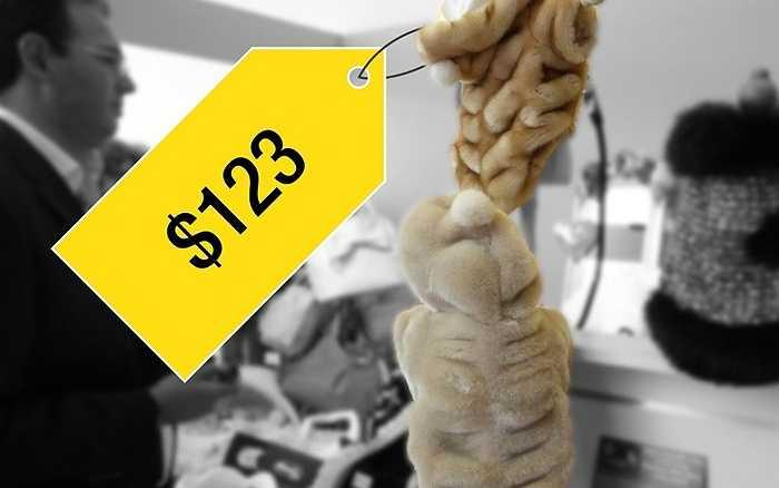 Áo khoác lông thú cho chó có giá 123 USD (khoảng 2,5 triệu đồng) này là một trong rất nhiều những loại phụ kiện xa xỉ giành cho thú cưng. Một công ty của Pháp còn cung cấp dịch vụ spa cho chó và mát-xa đặc biệt với các loại tinh dầu.
