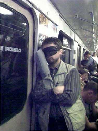 Cực kỳ sáng tạo khi đi tàu điện ngầm