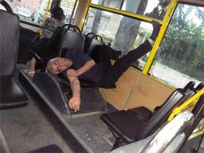Tiết kiệm không gian trên xe bus
