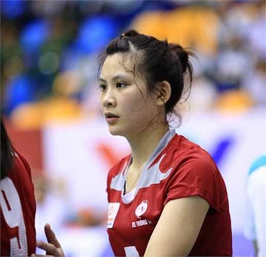 Khuôn mặt bầu bĩnh, nước da trắng, Âu Hồng Nhung được gọi là ngọc nữ của bóng chuyền Việt Nam