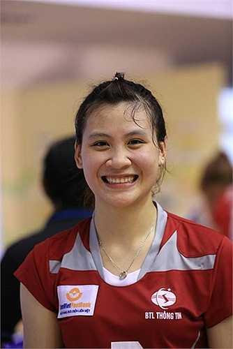 Nụ cười của cô gái sinh năm 1993 quê Lạng Sơn khiến cho cả nhà thi đấu như bừng sáng.