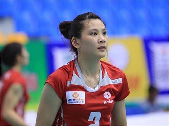 Sau khi xem một trận đấu bóng chuyền nữ trên TV, dù không có chiều cao tốt, cô bé Âu Hồng Nhung vẫn nhất quyết xin đầu quân vào đội bóng chuyền Bộ tư lệnh Thông tin.