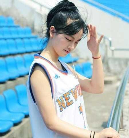 Huang GanGan là sinh viên ĐH Nghệ thuật Vũ Hán, thuộc cung Song Ngư, là một cô gái lãng mạn hay mơ mộng, thích cái đẹp, đam mê điện ảnh.