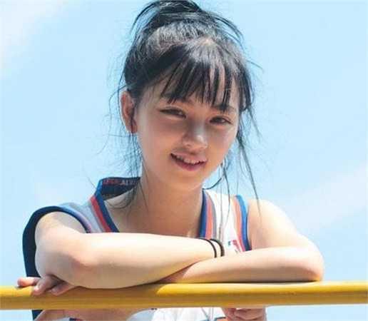 Huang GanGan nhanh chóng trở thành cái tên được tìm kiếm nhiều nhất trên mạng, được cư dân mạng bình chọn là 'Nữ thần Vũ Hán'.