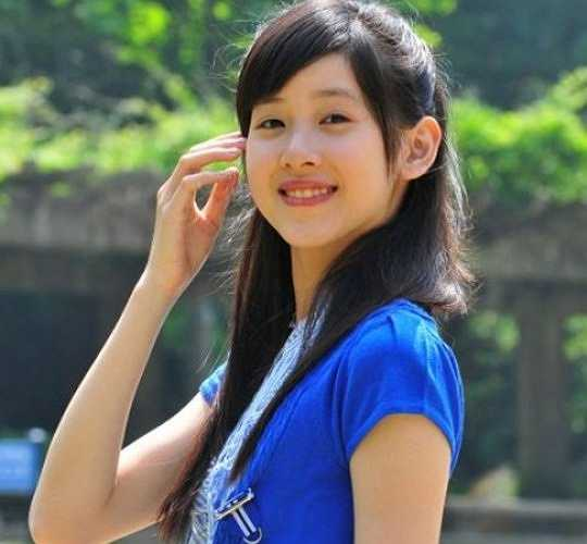 Zhang Zetian, sinh năm 1993 đã là một cái tên khá nổi tiếng trong cộng đồng mạng Trung Quốc. Cô còn được mọi người đặt cho nickname rất dễ thương 'Cô bé trà sữa'.
