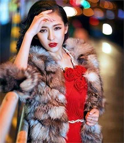 Mạch Đề sinh năm 1993, người dân tộc Duy Ngô Nhĩ.