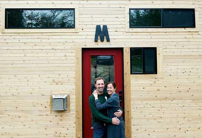 Một cặp vợ chồng ở miền Nam Oregon đã tự xây dựng căn nhà hơn 20 mét vuông này trong vòng 4 tháng với chi phí hơn 33.000 USD (khoảng 680 triệu đồng).