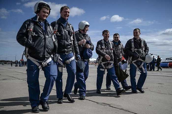 Các phi công Nga tại sân bay quân sự Kubinka