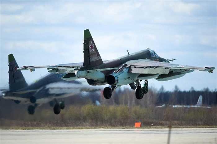Một máy bay cường kích Su-25 của Nga chuẩn bị cất cánh ở sân bay quân sự Kubinka