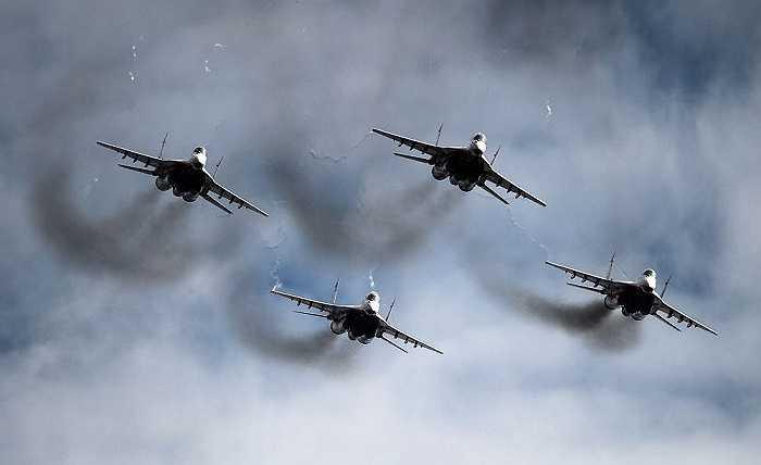 Tiêm kích MiG-29 phô diễn sức mạnh trên bầu trời