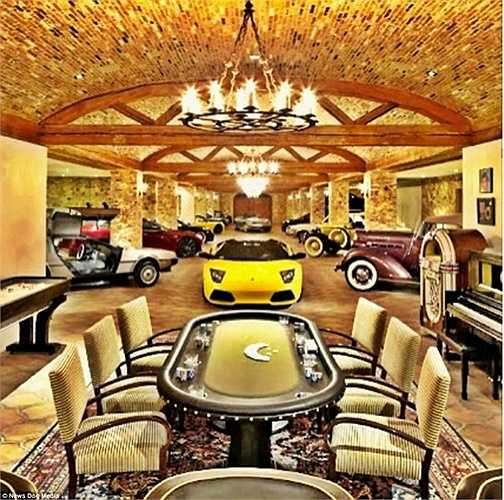 Với một phòng chơi Poker được trang hoàng lộng lẫy và một bộ sưu tập siêu xe khiến ai cũng phải ngỡ ngàng.