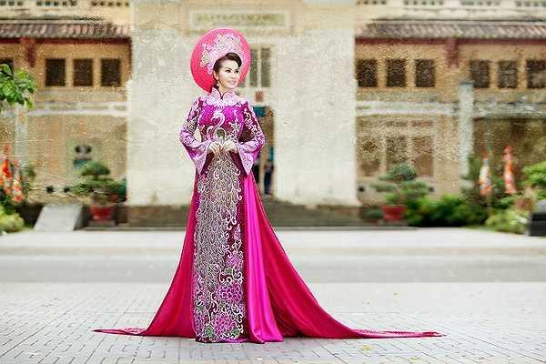 Quê Quảng Bình, sinh sống và thành đạt tại Thành phố mang tên Bác, bởi vậy, mỗi dịp kỷ niệm ngày giải phóng miền Nam lại mang tới cho Đệ nhất Hoa hậu Thế giới Đoàn Thị Kim Hồng những cảm xúc rất sâu sắc.