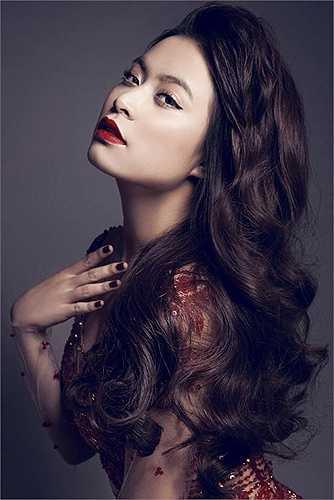 Người đẹp cũng chuộng son môi đỏ như một cách chứng minh sự trưởng thành của mình.