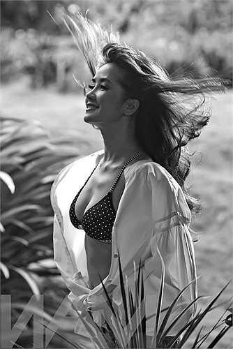 Cô sẵn sàng diện bikini chụp ảnh như bất kỳ mỹ nhân trẻ nào.