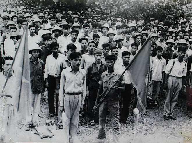 Từ năm 1970 đến 1972, theo lệnh tổng động viên, hàng nghìn sinh viên các trường đại học lên đường nhập ngũ, bổ sung lực lượng chiến đấu cho chiến trường.