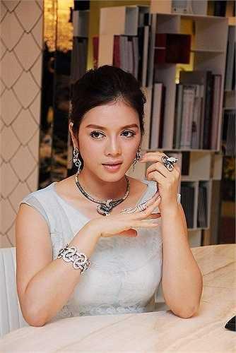 Những bộ kim cương có giá lên tới vài chục tỷ Lý Nhã Kỳ sở hữu.