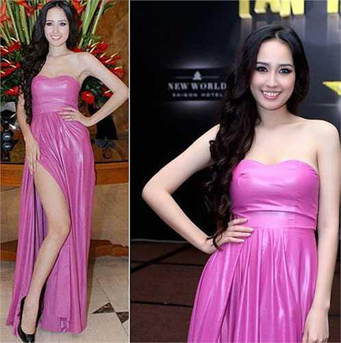 Mai Phương Thúy diện váy xẻ tà rất chuyên nghiệp.