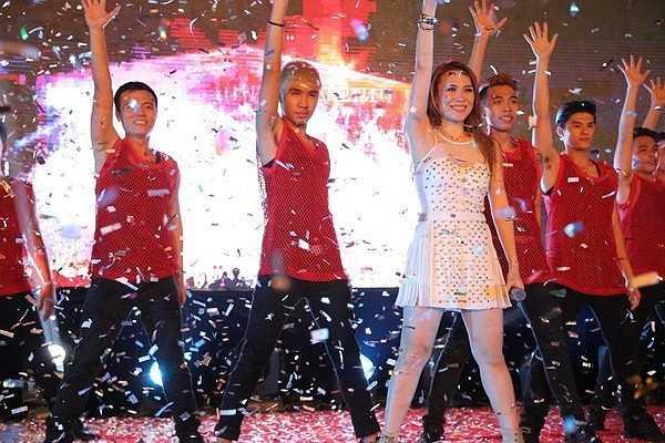 Mỹ Tâm đã tái hiện tại liveshow Heartbeat bằng một showcase (buổi biểu diễn giới thiệu) ngoài trời tại Cung văn hóa hữu nghị Việt Xô - Hà Nội.
