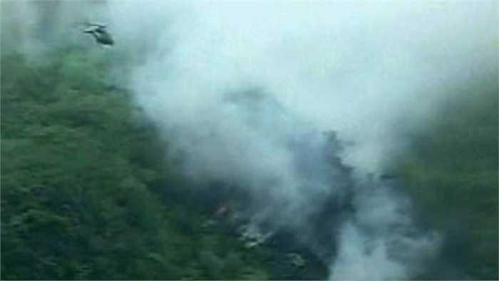 Tháng 7/2010: Máy bay chở khách của hãng hàng không Pakistan Airblue đã rơi xuống ngọn đồi gần thủ đô Islamabad do thiếu tầm nhìn. Tai nạn khiến toàn bộ 152 hành khách và thành viên phi hành đoàn thiệt mạng. Ảnh: Hiện trường vụ tai nạn lúc bấy giờ.
