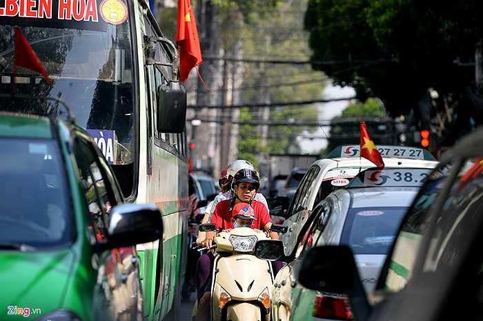 Đường Cao Thắng được CSGT đặc cách cho ô tô lưu thông cả hai chiều. Thông thường tuyến đường này xe con chỉ được đi một hướng từ Điện Biên Phủ về đến đoạn giao Nguyễn Thị Minh Khai.