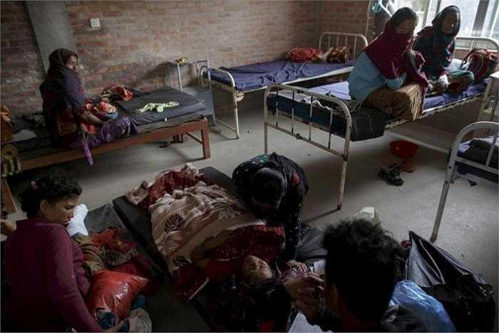 Nạn nhân trận động đất tại bệnh viện Gorkha trong Gorkha, Nepal