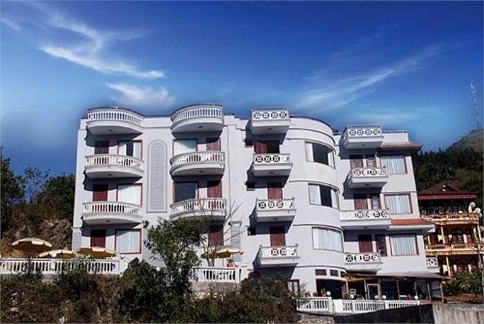 Royal View Hotel đường Cầu Mây (SaPa) từng đăng giá phòng là 401 USD/phòng (tương đương khoảng 8 triệu đồng), song không có thời gian lưu trú mấy đêm. Trong khi trên thực tế, giá phòng cao nhất ở đây là 100 USD (khoảng 2,1 triệu đồng/đêm).