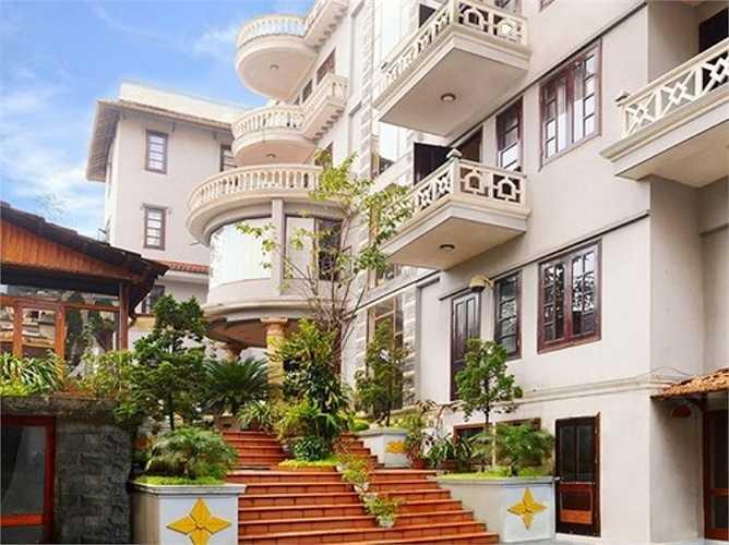 Khách sạn này khá đẹp có nhiều dịch vụ cho du khách như tour leo Fansipan, tour đi suối Cát Cát, Lào Cai...