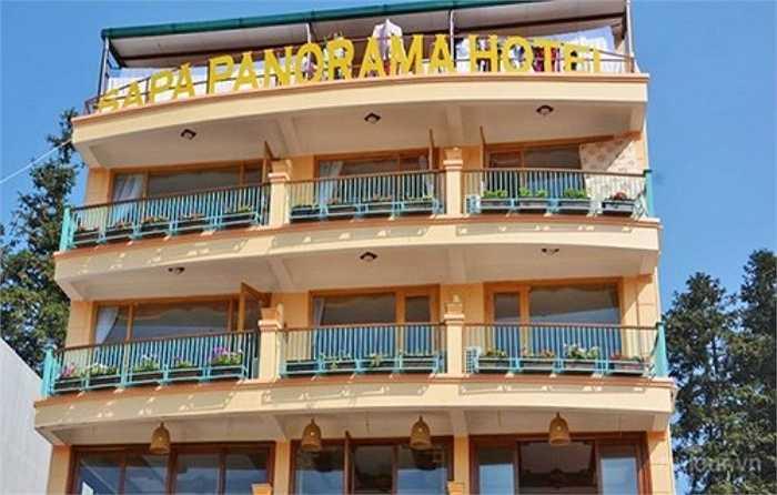 Panorama SaPa là một trong những khách sạn có mức giá phòng khá 'chát'. Tùy từng loại phòng, khách sạn này báo giá ngày thường thấp nhất là 32 USD (gần 700.000 đồng/ngày), cao nhất là 90 USD (khoảng 1,9 triệu/ngày), phòng gia đình cho ba người lớn là 40 USD (gần 870.000 đồng/ngày).