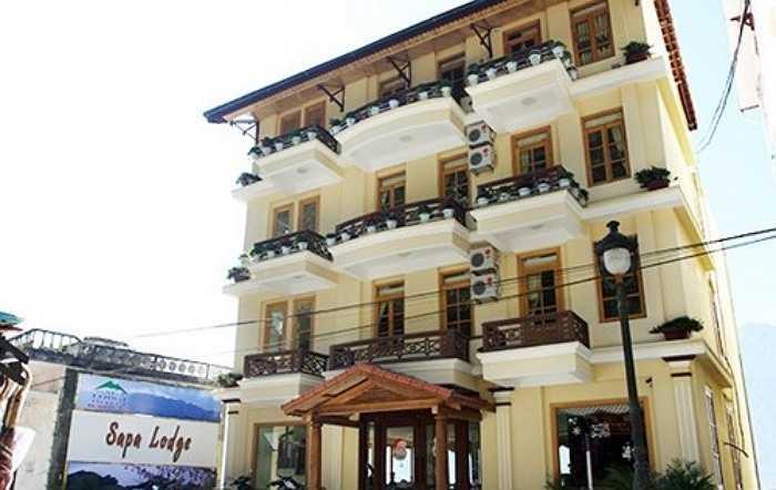 Khách sạn Sapa Lodge có giá phòng dao động từ 34 - 149 USD/ phòng (khoảng 739.000 đồng - 3,2 triệu đồng/ngày).