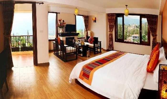Ngoài ra, khách sạn này có nhiều dịch vụ cho khách du lịch như giặt ủi (50.000 đồng/kg), thuê xe máy có giá 6 - 8 USD/ngày (tương đương 130.000 - 170.000 đồng/ngày).