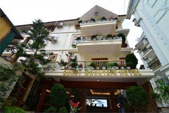 Khách sạn Sunny Mountain (Mường Hoa, Sa Pả) từng đăng tải giá phòng lên tới 58,29 triệu đồng/2 đêm và phải chịu mức phạt lên tới 50 triệu đồng.