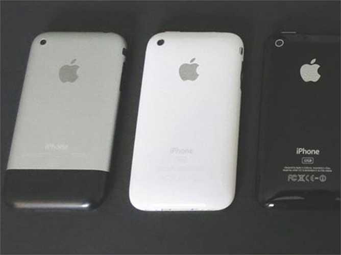Thêm vào đó là sự thay đổi với 2 màu sắc: đen và trắng khác biệt với vỏ kim loại của iPhone 2G