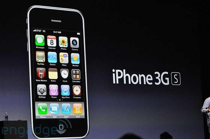 Định kỳ 1 năm, Apple lại làm mới iPhone. Thế hệ tiếp theo: iPhone 3GS mạnh mẽ hơn rất nhiều với các cải tiến ở camera, phần mềm, kết nối và khả năng hiển thị