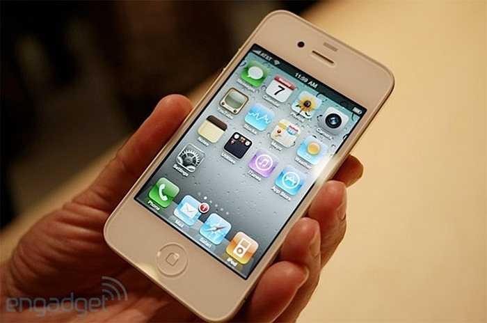 iPhone 4S ra đời năm 2011 kế tiếp thiết kế mặt tước và sau làm từ kính trong khi phần khung bao quanh làm từ kim loại của iPhone 4 nhưng được nâng cấp mạnh mẽ về công nghệ, đặc biệt là máy ảnh