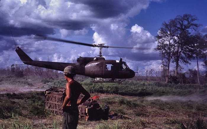 Trực thăng của Mỹ thả quân tại một căn cứ gần Campuchia