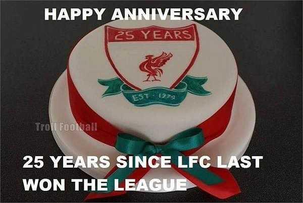 Cộng đồng mạng chế ảnh châm chọc bằng cách chúc mừng chuỗi 25 năm trắng tay tại giải vô địch quốc gia của Liverpool.