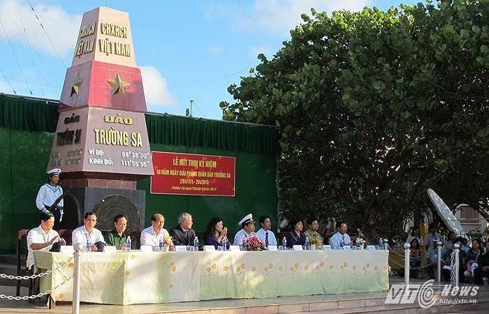 Quang cảnh lễ mít tinh kỷ niệm 40 năm giải phóng quần đảo Trường Sa trên đảo Trường Sa sáng 29/4