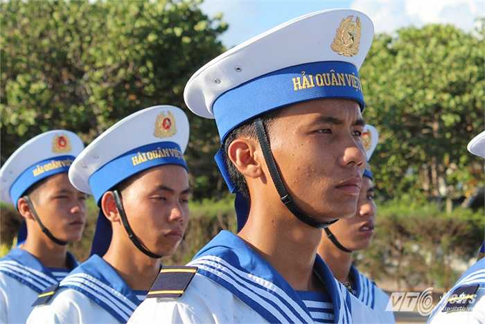 Một chiến sỹ Hải quân làm nhiệm vụ trên đảo Trường Sa