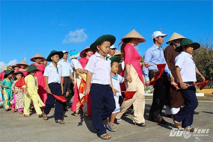 Nhân dân, sư thầy trên đảo Trường Sa