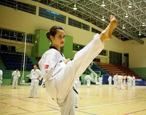 Không chỉ xinh xắn, dễ thương, Mai Phương còn khiến học trò ngưỡng bộ bởi thành tích dạy tốt và giỏi võ Taekwondo.