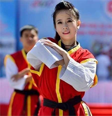Được biết đến với danh hiệu hoa khôi mới làng Taekwondo với nhiều thành tích nổi bật, Châu Tuyết Vân hiện là cái tên hot nhất làng võ.