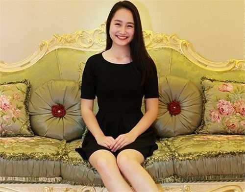 Sở hữu chiều cao khủng 1m75, nữ đại sứ trường THPT Chu Văn An Nguyễn Thu Hà (15 tuổi) là tâm gương' sáng và được mọi người 'tâm phục khẩu phục' khi làm chủ hàng tá những giải thưởng cao quý.