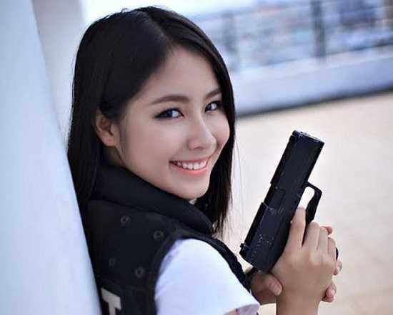 9X từng đạt một số thành tích trong các cuộc thi sắc đẹp như Top 12 Hot V-teen toàn quốc 2013, Top 40 Hoa Hậu Việt Nam 2014, giải nhất cuộc thi ảnh Vintage - 4 vị trong em.