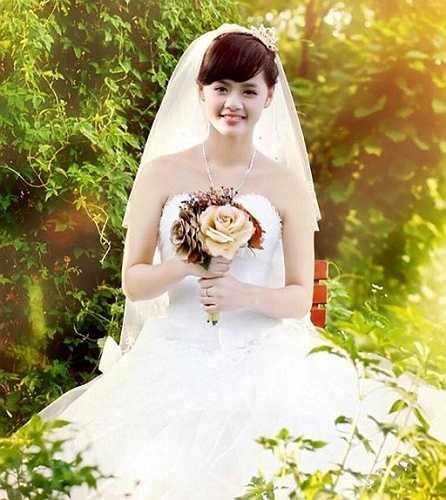 Cô bạn My Nguyễn, tên thật là Nguyễn Thị Tú Anh, sinh năm 1997, hiện là học sinh trường THPT Phú Xuyên A, Hà Nội.